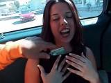 Vidéo porno mobile : Deux filles se partagent ma bite et s'échangent mon foutre